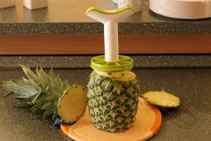 Ananasschneider - So benutzt man ihn (Bild 2/6)